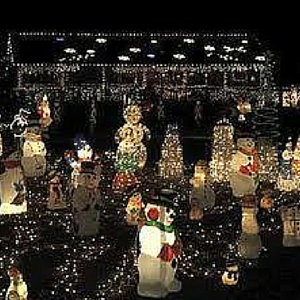 Marvel at the beauty of the Christmas lights and stunning displays like the cute snowmen seen in the picture above!